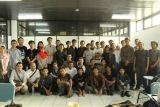 di penghujung Academy 1, peserta dan trainer berfoto bersama