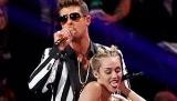 Penampilan Menghebohkan Miley Cyrus
