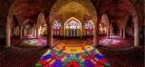 Gemerlap Kilauan Pelangi Masjid Nasir Al-Mulk di Iran