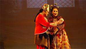 Bunda Ratu dan Raja Merayakan Kelahiran Timun Mas