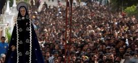 Masyarakat Kota Larantuka Merayakan Semana Santa 2015