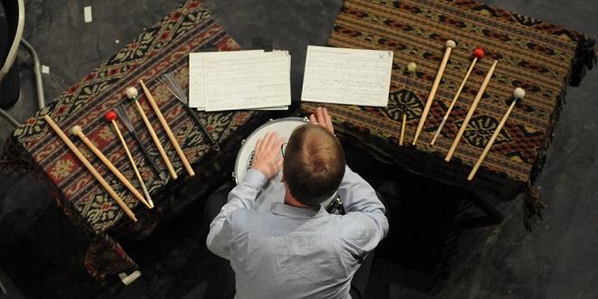 Pentas Musik Ensemble Modern (Jerman)